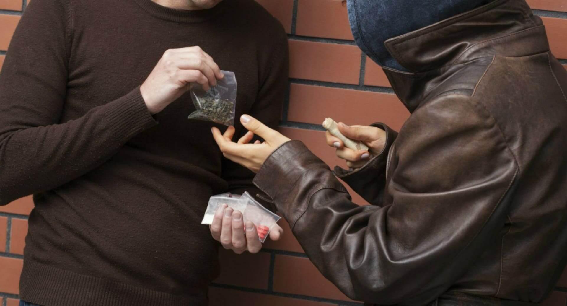 Уголовные дела по ст. 228.1 и 228.4 УК РФ без фактов передачи веществ возбуждаться не будут