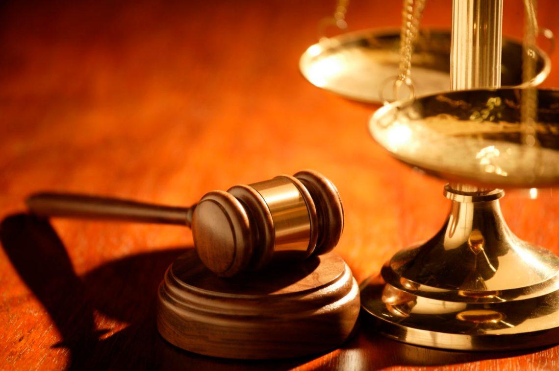 Какой иск оставить к рассмотрению, если судом принято два одинаковых исковых требования