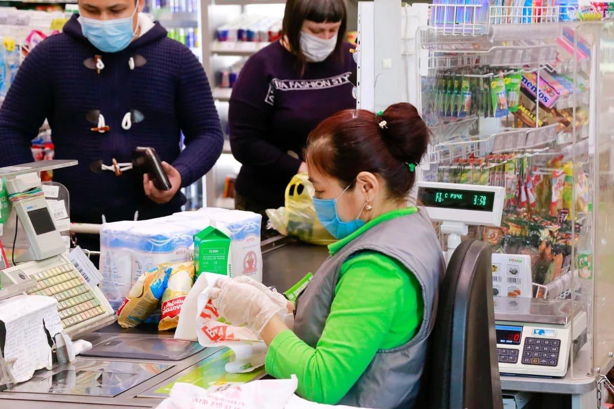 Что делать магазинам, если покупатели не носят маски и перчатки: рекомендации Минпромторга