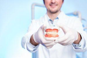 Стоматолог выплатил компенскацию пациентке за некачественное лечение